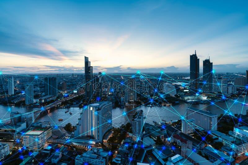 Intelligente Stadt und Internet von Sachen, drahtloses Kommunikationsnetz, abstrakte Bildsichtbarmachung lizenzfreie stockfotos