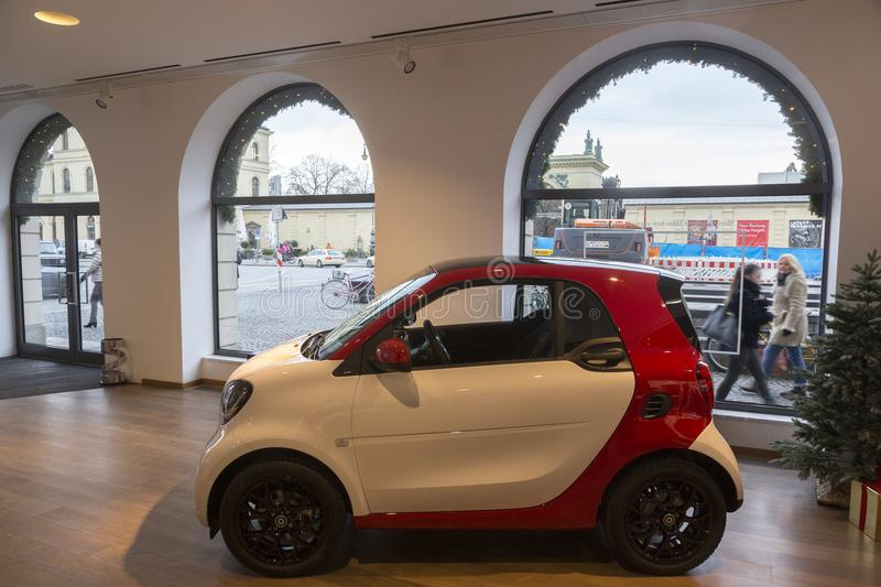 Intelligenter Automobilsalon an Odeon-Quadrat in München lizenzfreies stockbild