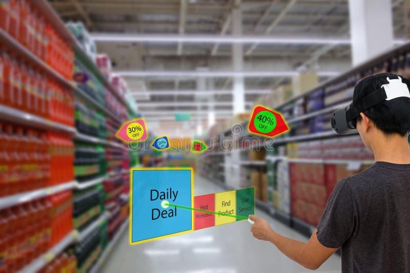 Intelligenter Einzelhandel mit vergrößertem und Technologie der virtuellen Realität conce stockfotografie