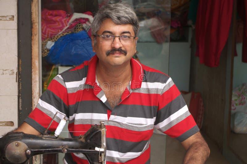 Intelligenter indischer Schneider lizenzfreie stockfotografie