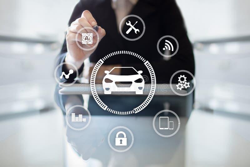Intelligentes Auto, AI-Fahrzeug, Chipkarte Symbol des Autos und der Ikone Moderne drahtlose Kommunikation und IOT-Konzept stockfoto