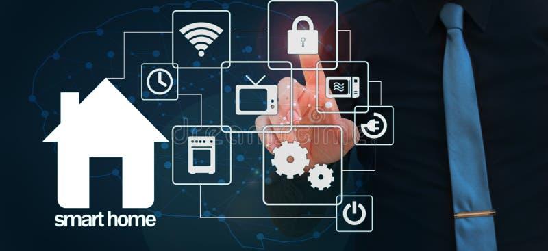 Intelligentes Hauskonzept Künstliche Intelligenz gebräuchlich in den intelligenten Häusern intelligentes Haus und Hausautomation  stockfoto