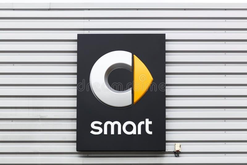 Intelligentes Logo auf einer Wand lizenzfreies stockbild