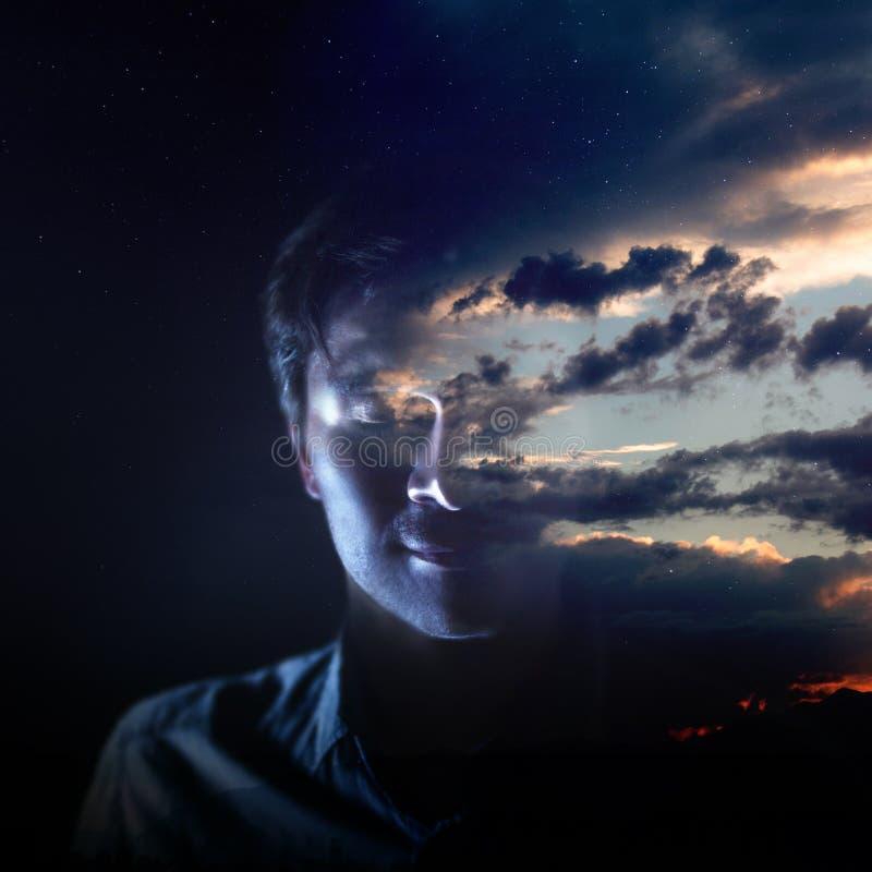 Intelligenz und Psychologie, das Konzept der inneren Welt des Mannes meditation stockfoto