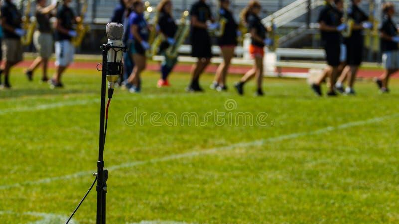Intensifique, intensifique ao microfone fotos de stock royalty free