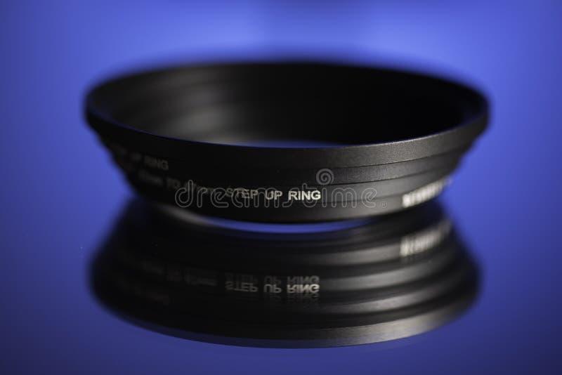 Intensifique los anillos en superficie reflexiva imagen de archivo