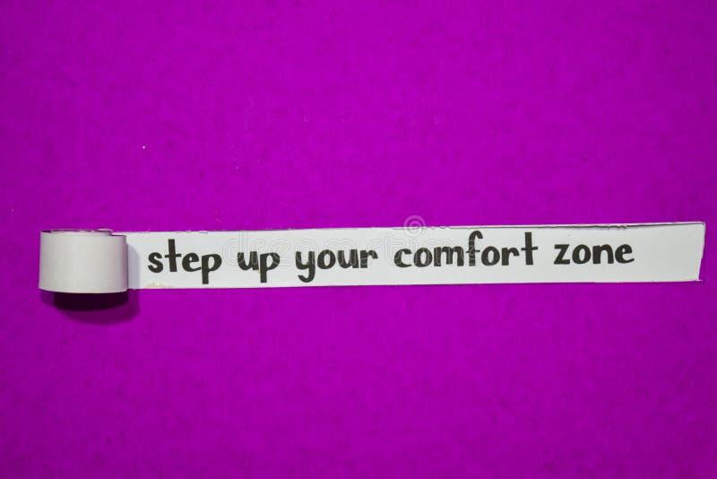 Intensifique sua zona de conforto, conceito da inspiração, da motivação e do negócio no papel rasgado roxo imagem de stock royalty free