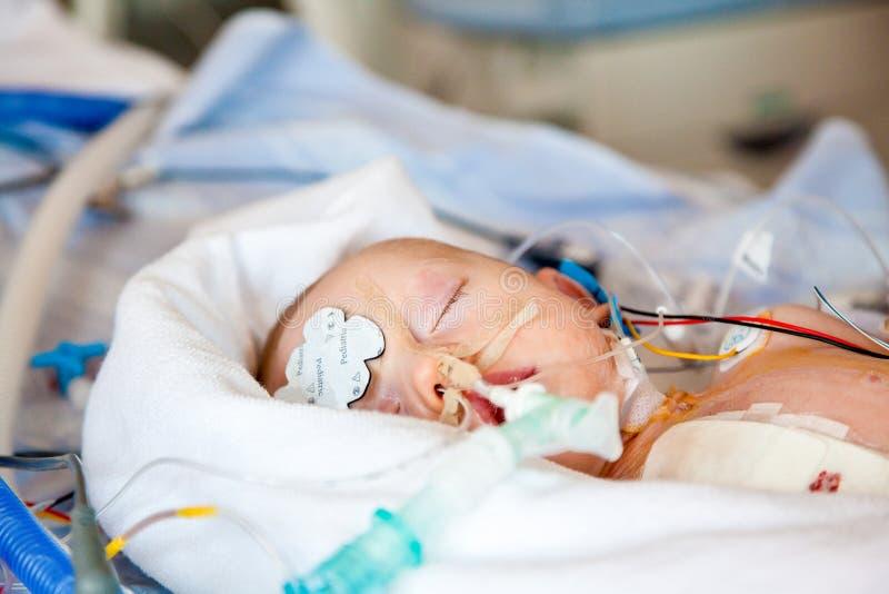 Download Intensivvård barn fotografering för bildbyråer. Bild av hjärta - 64438011
