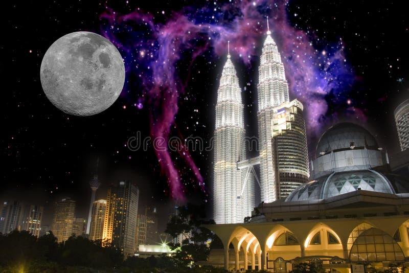 Inter-Galactic ορίζοντας πόλεων τη νύχτα στοκ εικόνες
