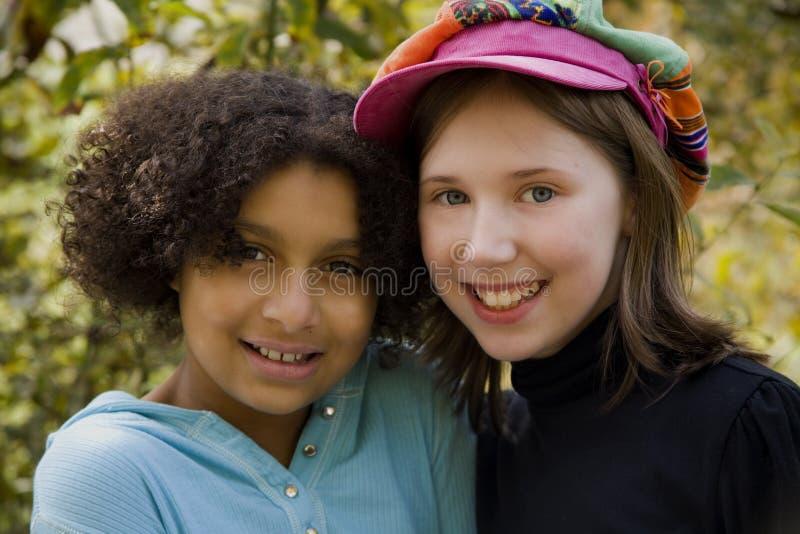 Inter-racial Vriendschap stock foto