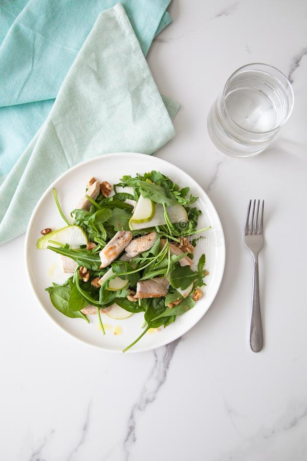 Intera insalata di pollo vivente sana fresca dell'alimento fotografie stock libere da diritti
