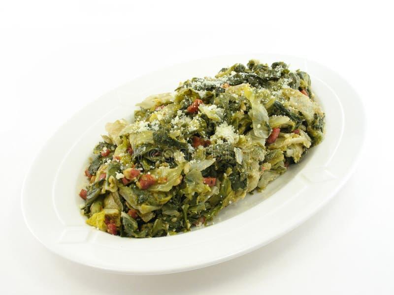 Intera zolla cucinata Mixed di verdi immagini stock