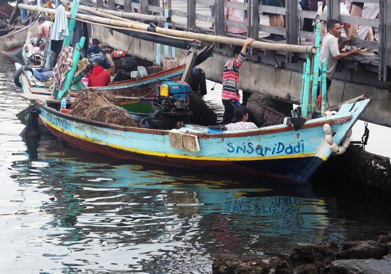Interakcja rybacy z rybimi nabywcami zdjęcia stock