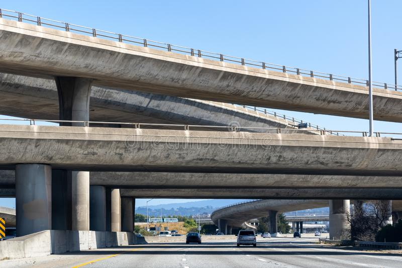 Intercambio de la autopista sin peaje en la área de la Bahía de San Francisco, California imágenes de archivo libres de regalías