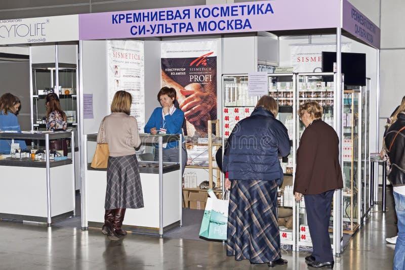 Intercharm XVII Internationalutställning av yrkesmässiga skönhetsmedel och utrustning för skönhetsalonger arkivbilder