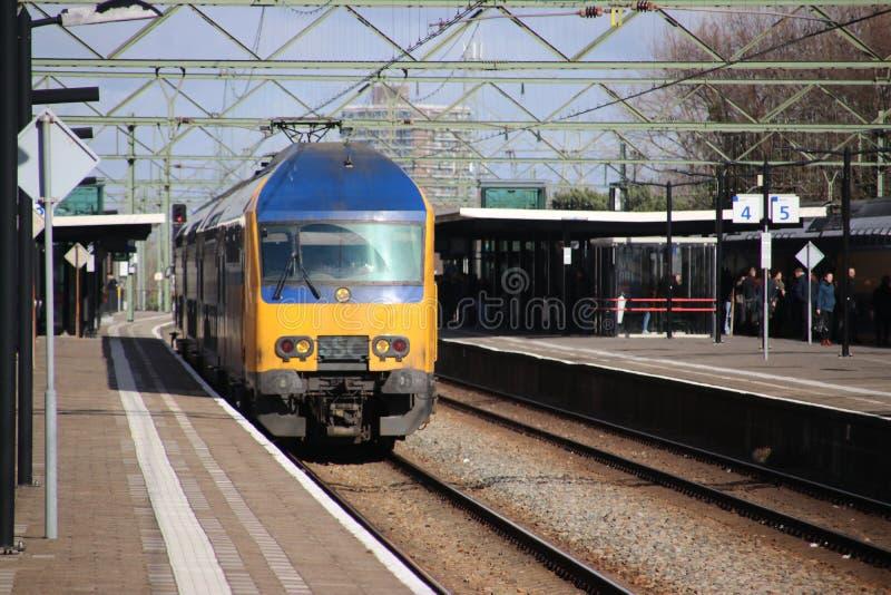 Intercity διπλό τραίνο καταστρωμάτων DAZ στο trainstation της Χάγης Laan van NOI στις Κάτω Χώρες στοκ φωτογραφία με δικαίωμα ελεύθερης χρήσης