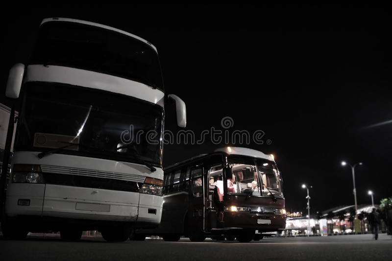 Intercity λεωφορεία στο σταθμό στοκ φωτογραφία με δικαίωμα ελεύθερης χρήσης
