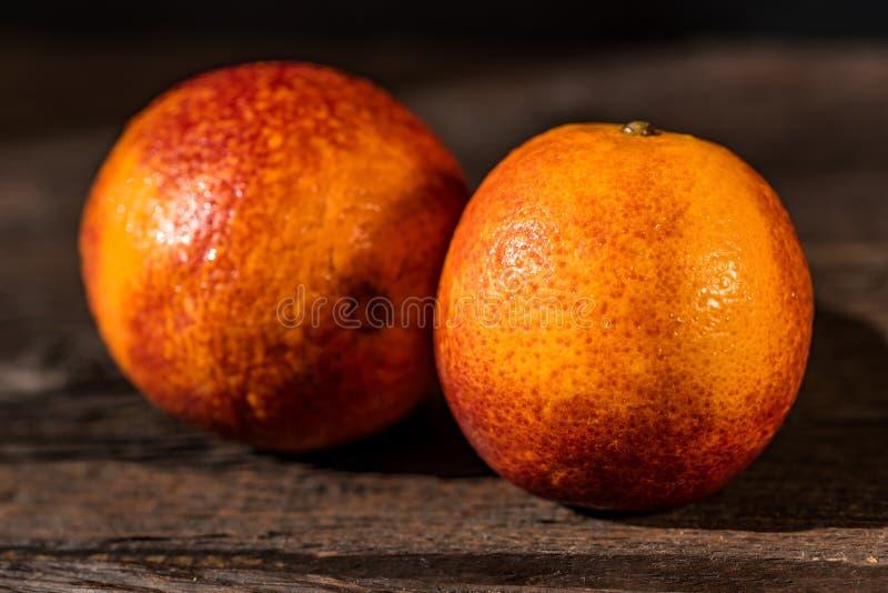 Intere arance sanguinelle siciliane succose mature immagine stock