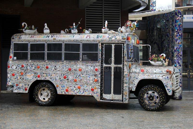 Interessant die beeld van bus, in kunstenaars` s visie wordt verfraaid van whimsy, Amerikaans Onrealistisch Art Museum, Baltimore royalty-vrije stock fotografie