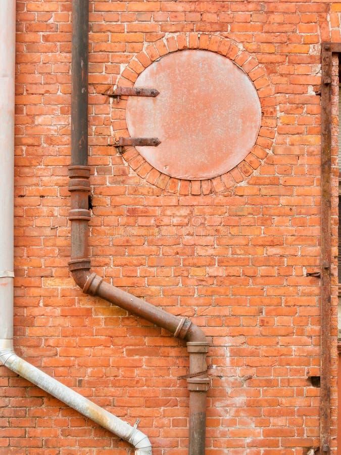 Interessante städtische Backsteinmauer lizenzfreies stockbild