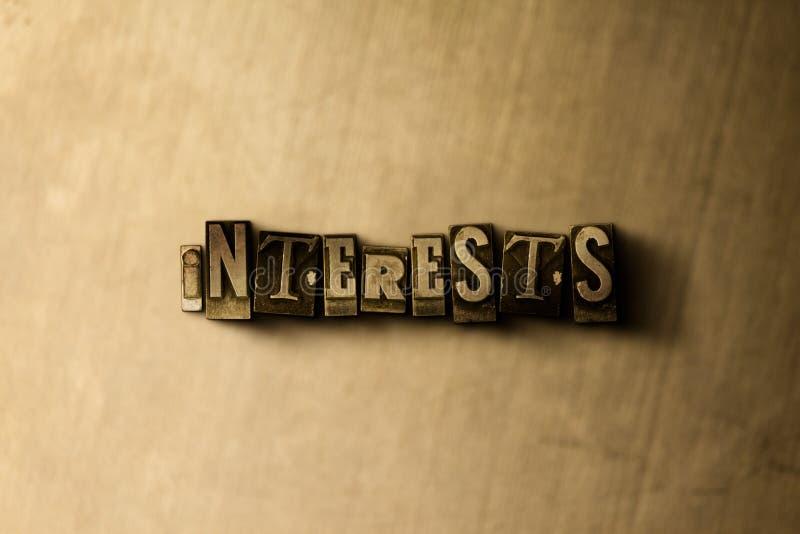 INTERESSES - close-up vintage sujo da palavra typeset no contexto do metal ilustração do vetor