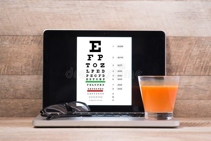 Interessieren für Augenanblick durch gesunde Ernährung Konzept Ansicht von oben lizenzfreie stockbilder