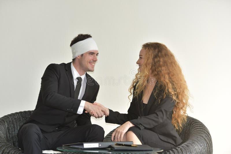 Interessieren für und Zahlen für die Versicherten der Versicherung lizenzfreie stockbilder
