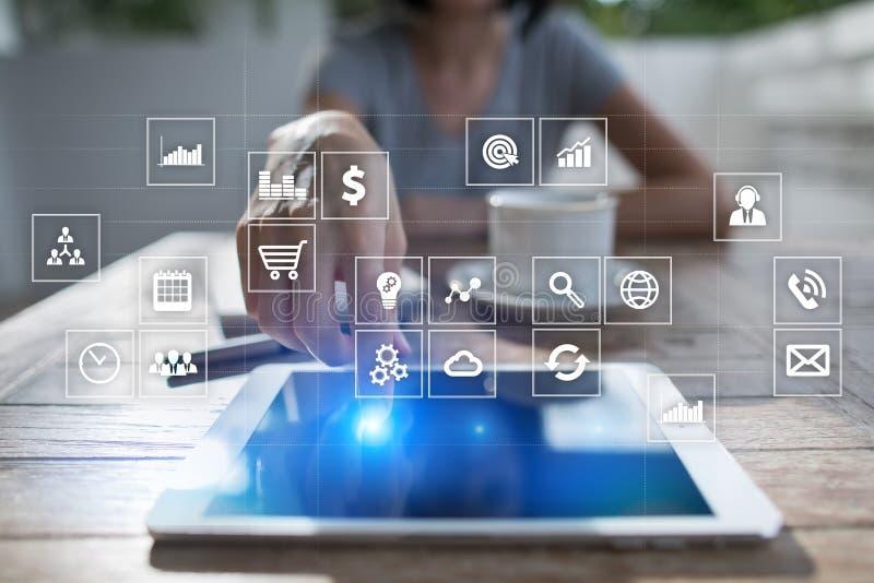 Interfaccia dello schermo virtuale con le icone di applicazioni apps Pianificazione di strategia Concetto di tecnologia di Intern immagini stock libere da diritti
