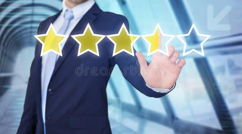 Interface émouvante de technologie d'homme d'affaires avec des étoiles de rang photographie stock libre de droits