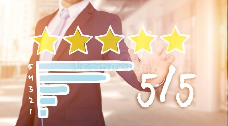 Interface émouvante de technologie d'homme d'affaires avec des étoiles de rang photos libres de droits
