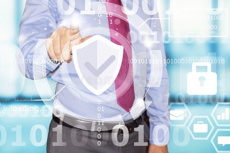 Interfaz de la seguridad de datos del tacto del hombre de negocios foto de archivo