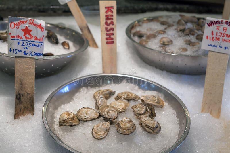 Download Interi Ostriche E Crostacei Freschi Su Ghiaccio Fotografia Stock - Immagine di fishmonger, visualizzazione: 55356158
