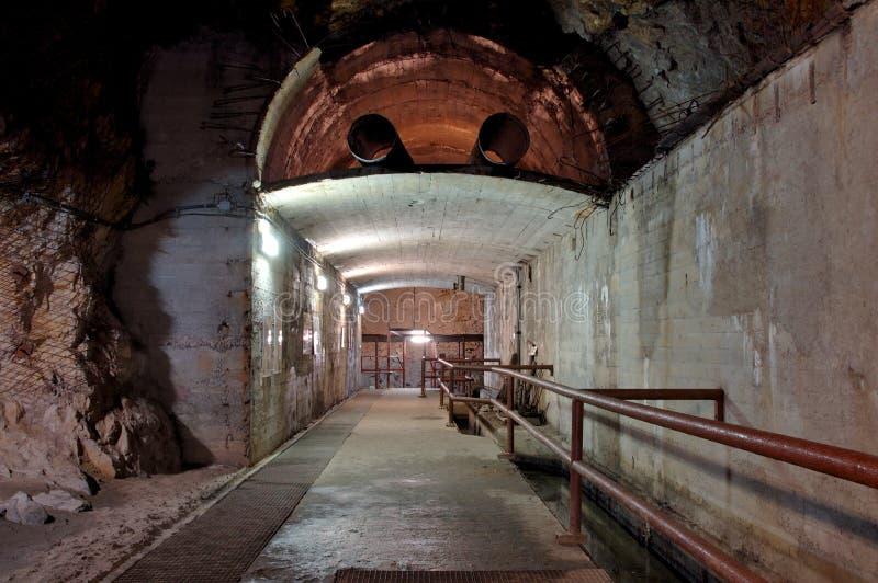 Interio subterráneo industrial imagenes de archivo