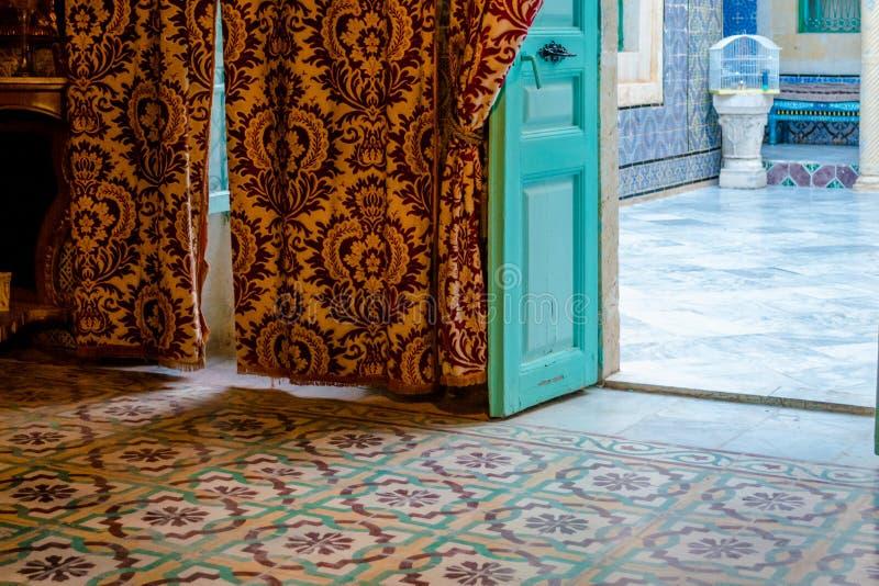 Interior árabe da casa imagem de stock