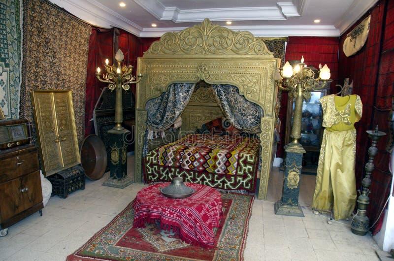 Interior árabe de lujo del sitio del harén en Túnez fotos de archivo libres de regalías
