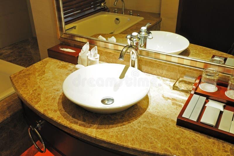 Interior 1 do banheiro do hotel fotos de stock