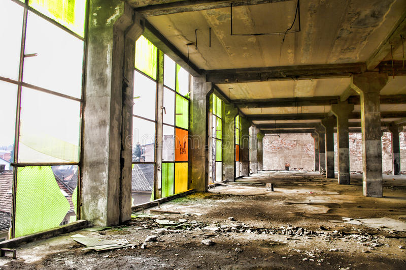 Interior abandonado da construção industrial fotografia de stock royalty free
