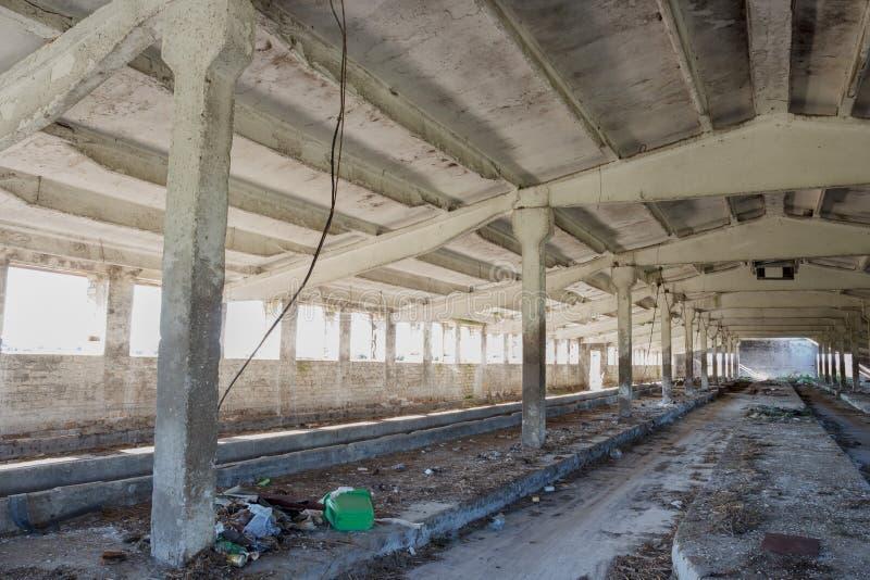 Interior abandonado del edificio industrial foto de archivo libre de regalías