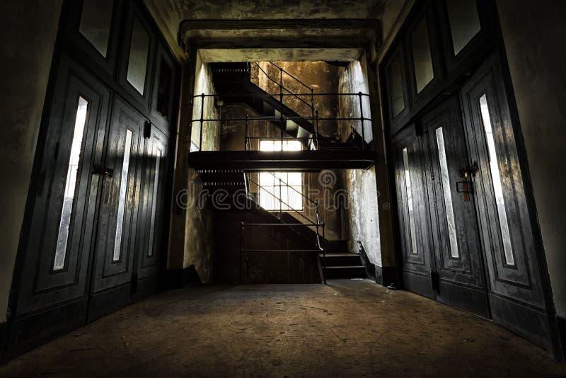 Interior abandonado del edificio industrial fotografía de archivo