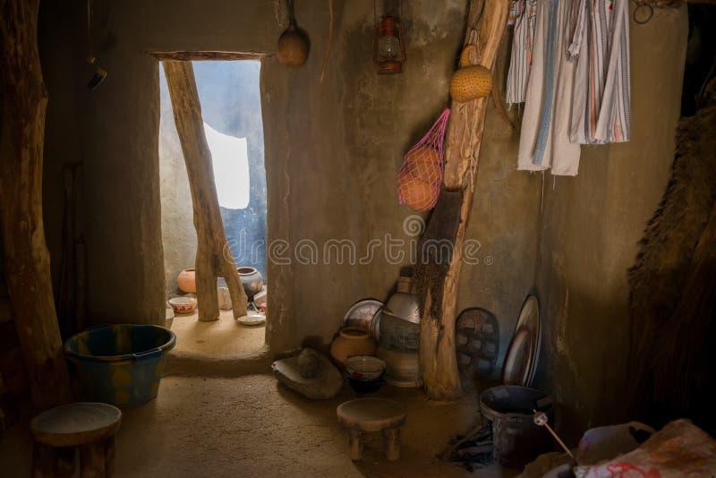 Interior africano de la choza fotos de archivo libres de regalías