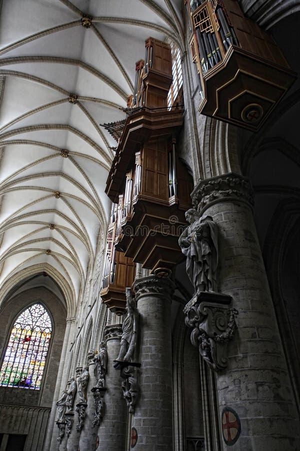 Interior av domkyrkan för St. Michael och för St. Gudula arkivfoto