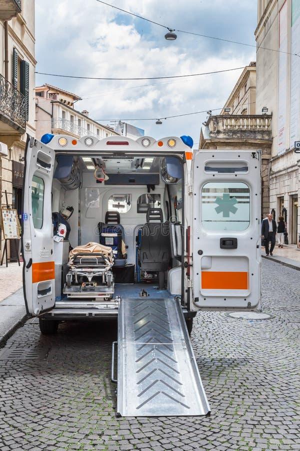 Interior av en ambulans royaltyfri foto