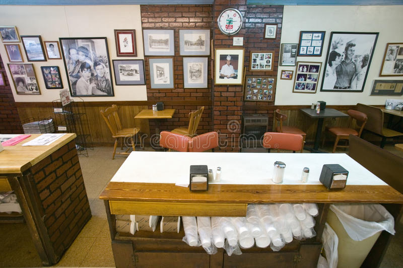 Interior av restaurangen i den luftiga monteringen arkivfoto