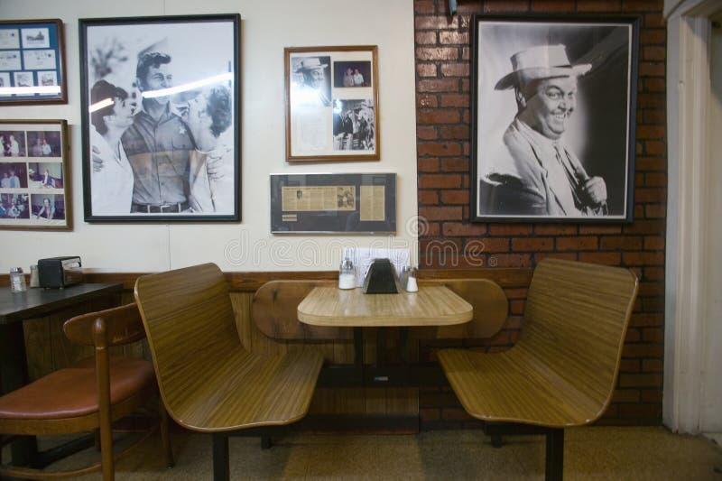 Interior av restaurangen i den luftiga monteringen arkivbilder