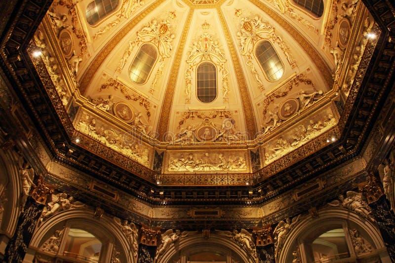 Interior barroco com cúpula fotos de stock royalty free