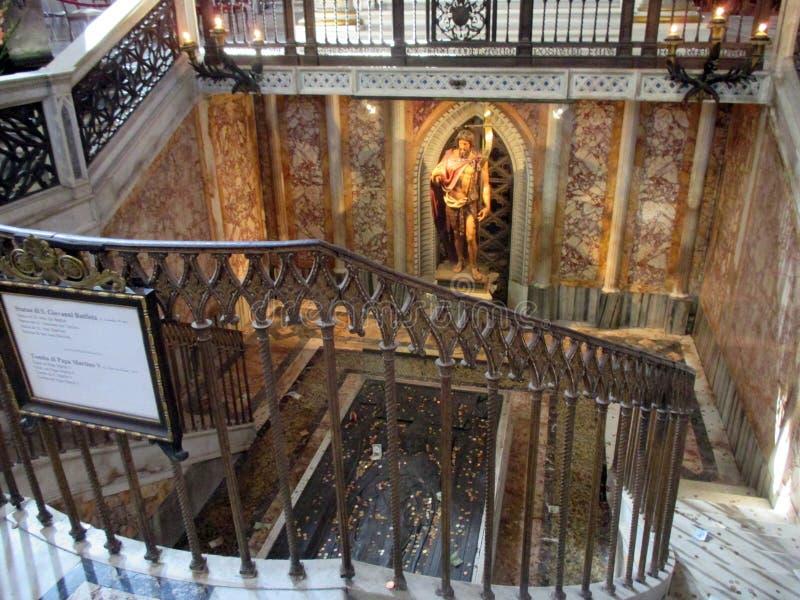 Interior Basilica San Juan de Letrán Statue de Saint Jean-Baptiste Tombe Pape Martin V Roma Italy Europe. Statue de Saint Jean-Baptiste Tombe Pape Martin V stock photo