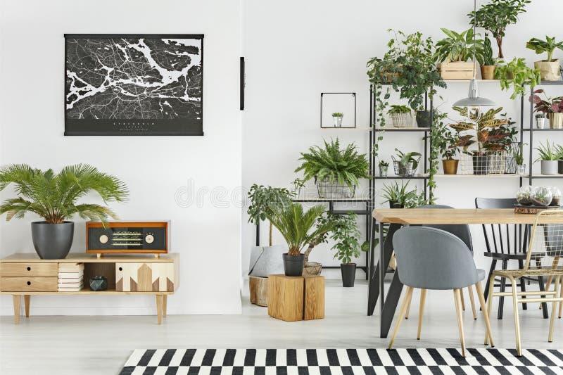 Interior botánico del comedor foto de archivo