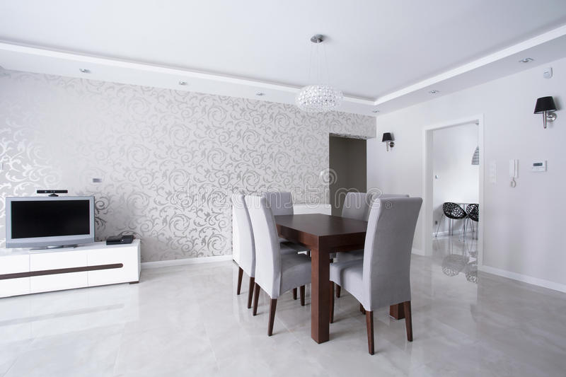 Interior brilhante com paredes de prata fotografia de stock