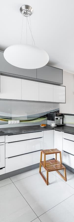 Interior brillante de la cocina foto de archivo