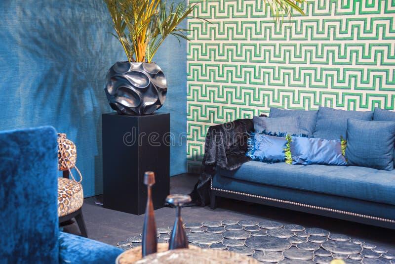 Interior casero azul fotografía de archivo libre de regalías